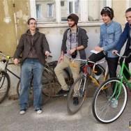 """Napísali o nás. Pravda: """"Z hrdzavých rachotín robia nájomné bicykle"""""""