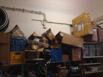 Krabice idú ďalej!